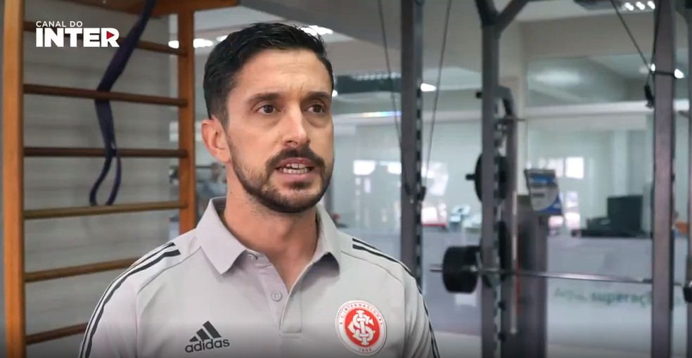 Cristóbal Fuentes, preparador físico do Inter — Foto: Reprodução/Canal do Inter
