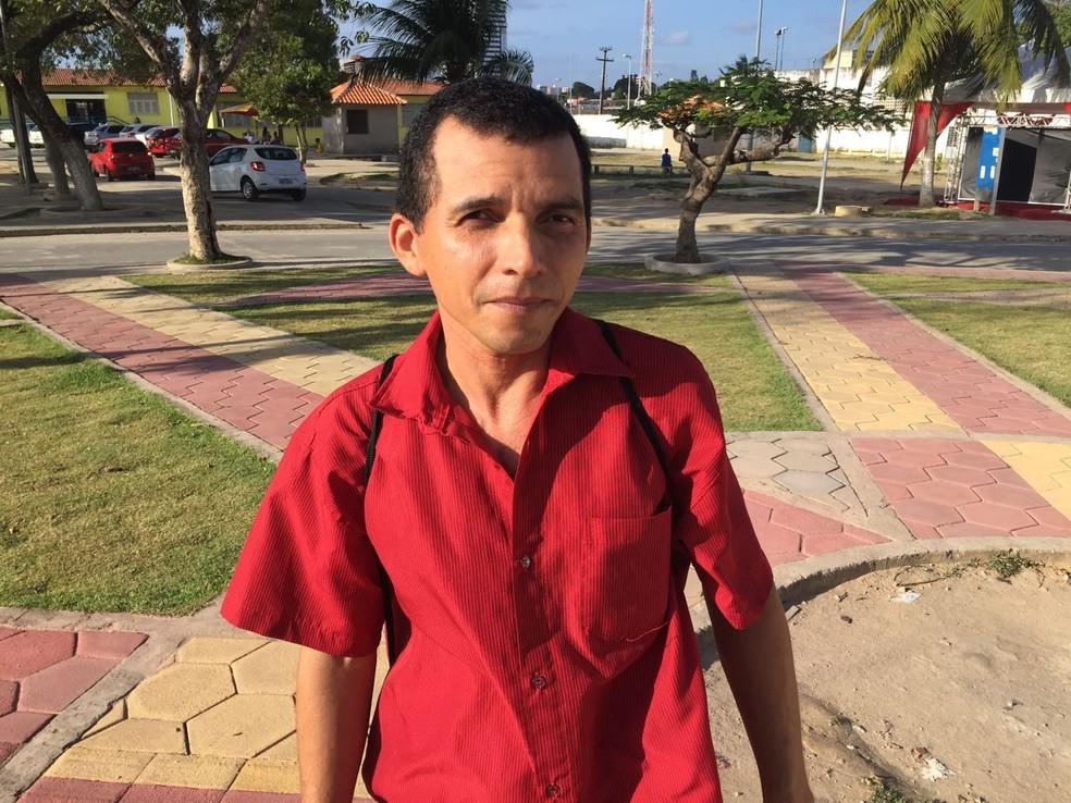 Candidato Donino Alves, 39, prestou Enem para tentar ciência da computação (Foto: George Arroxelas/G1)