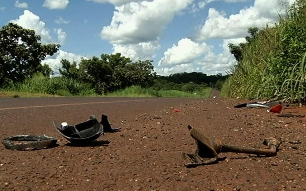 Motociclista morreu após bater de frente com outra moto na GO-206, em Cachoeira Dourada (Foto: Reprodução/TV Anhanguera)