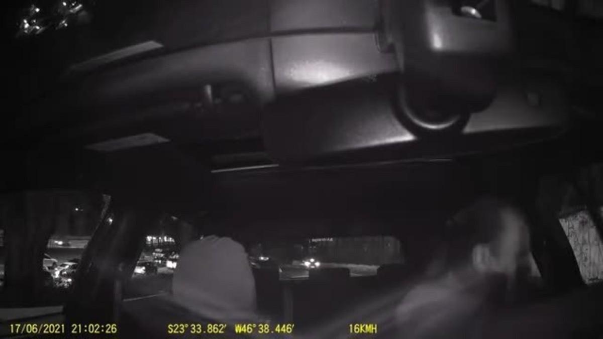 Vereador de SP tem celular furtado no trânsito, e bandidos limpam dinheiro de contas bancárias
