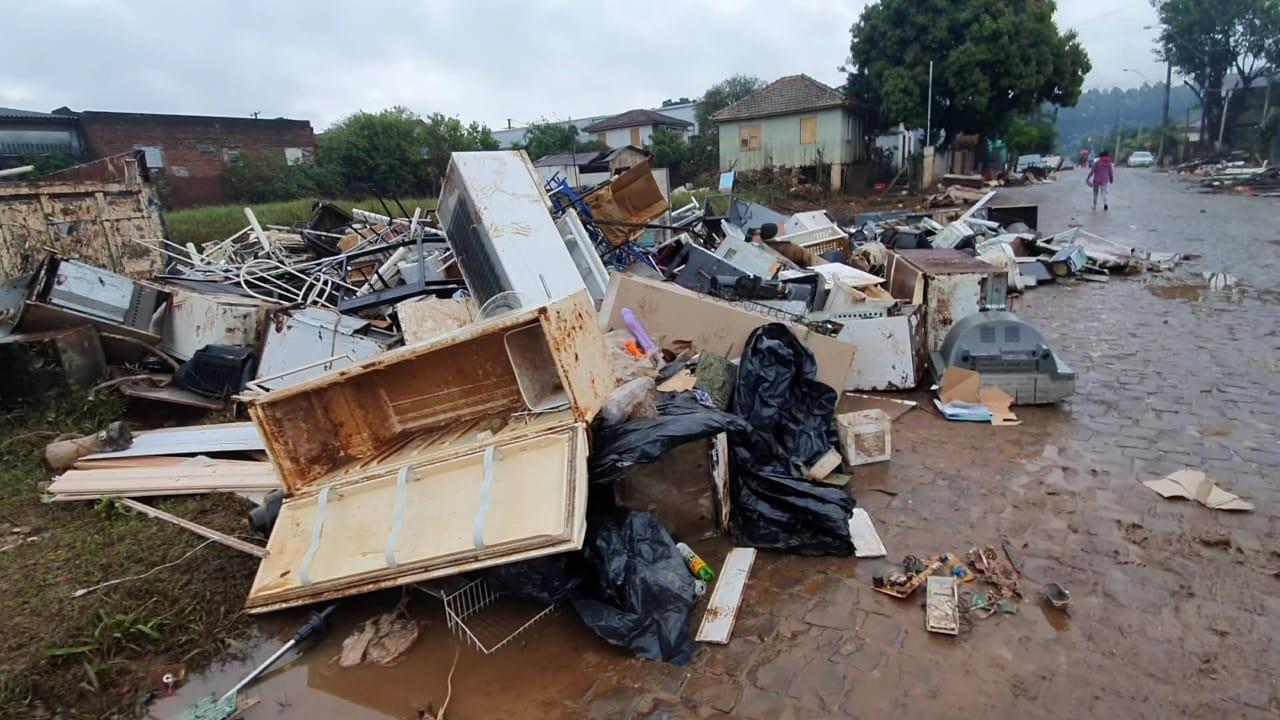 Defesa Civil aponta que 5,1 mil pessoas estão fora de casa após chuvas atingirem o RS