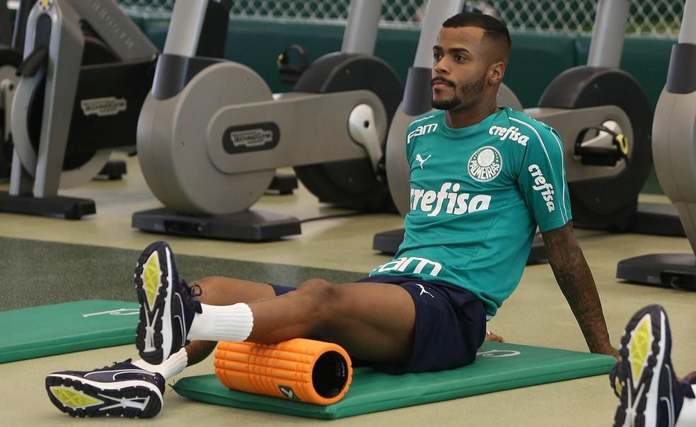 Felipe Pires, reforço do Palmeiras, na apresentação — Foto: Cesar Greco/Ag. Palmeiras/Divulgação