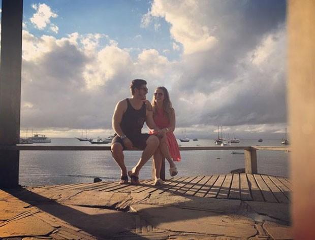 Caio Paduan e a namorada, Jéssica Benfica (Foto: Reprodução Instagram)