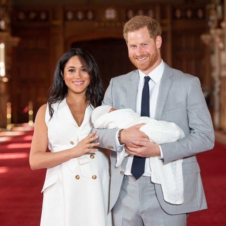 Meghan Markle e Harry mostraram o filho (Foto: Instagram/ Reprodução)