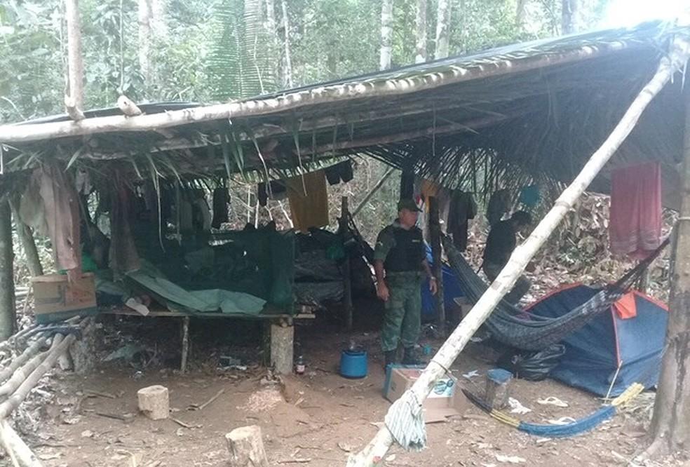 Acampamento montado em área de desmatamento ilegal em Vista Alegre do Abunã (Foto: PMA/Divulgação)