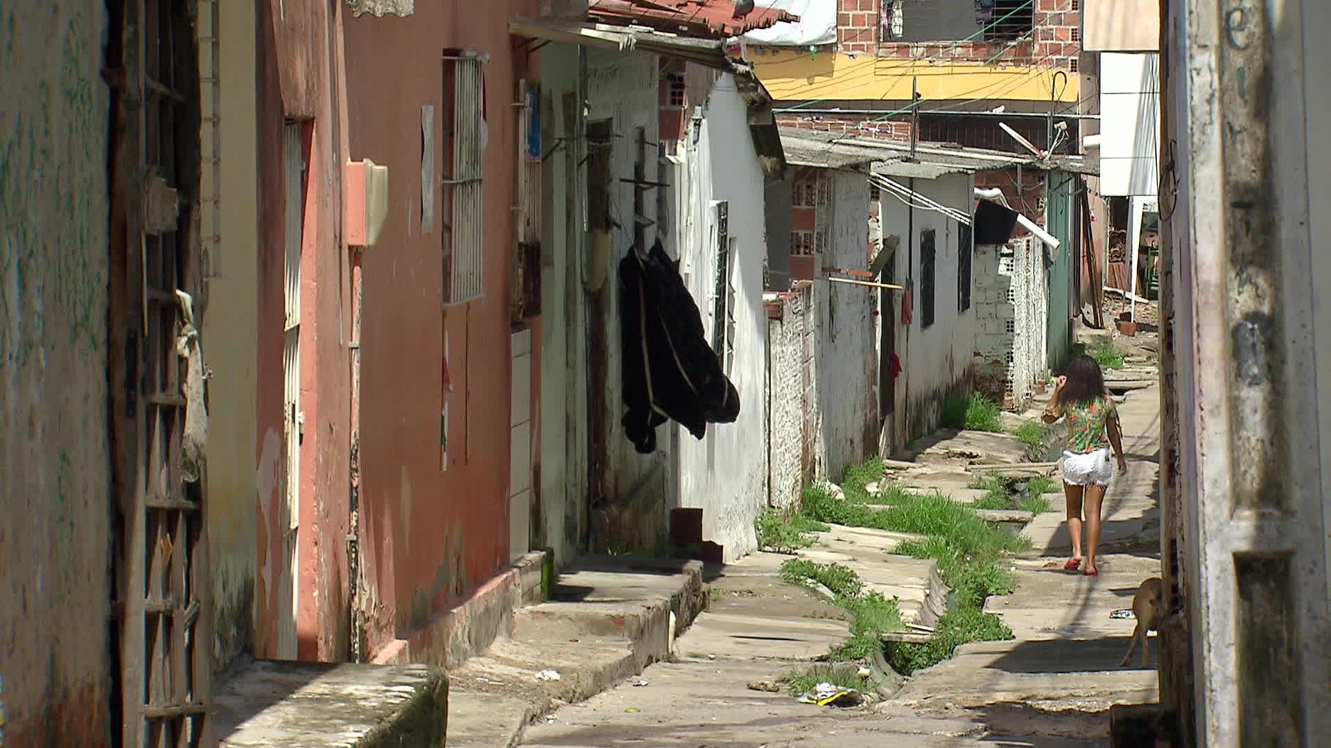 Sem água em casa, moradores de comunidade em Paulista têm dificuldades para se higienizar e se proteger do coronavírus