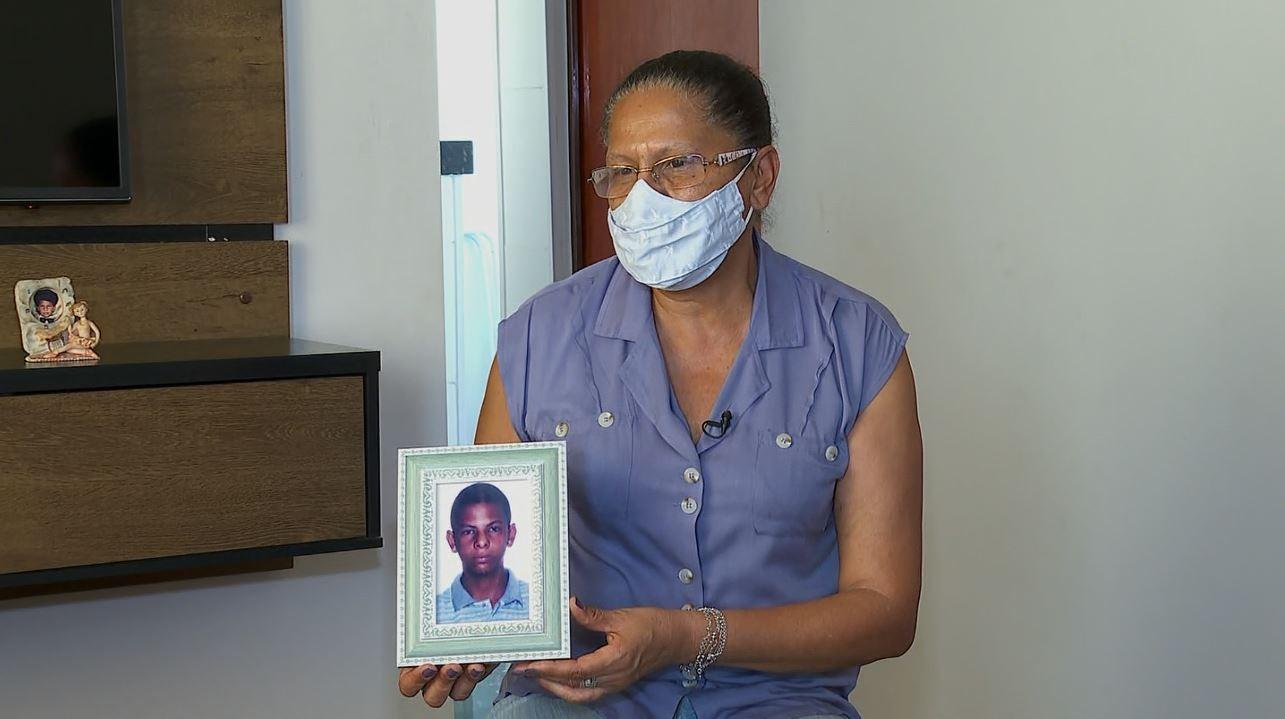 Mãe busca filho desaparecido há 16 anos em Franca, SP: 'Até hoje o que eu faço é esperar e procurar'