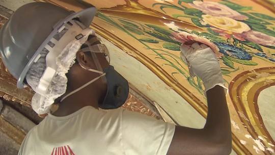 Restauradores descobrem pintura feita há mais de duzentos anos