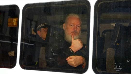 Criador do site WikiLeaks é preso na embaixada do Equador em Londres