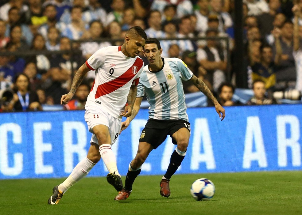 Guerrero em ação diante da Argentina, no jogo em que foi pego no exame antidoping (Foto: Reuters)