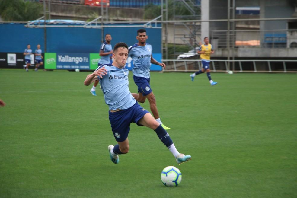 Frizzo já treina com profissionais do Grêmio — Foto: Eduardo Moura