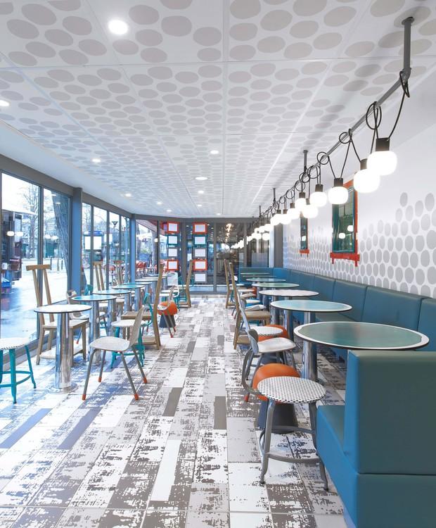 A nova estética das lojas tem o objetivo de tornar o visual imperfeito e mais artesanal (Foto: Dezeen/ Reprodução)