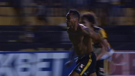 """Com golaço, Maranhão define vitória e sai de campo aplaudido: """"Torcida espera isso"""""""