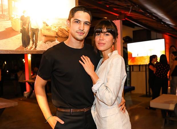 Gabriel Leone e Carla Salle (Foto: Globo/João Miguel Júnior)