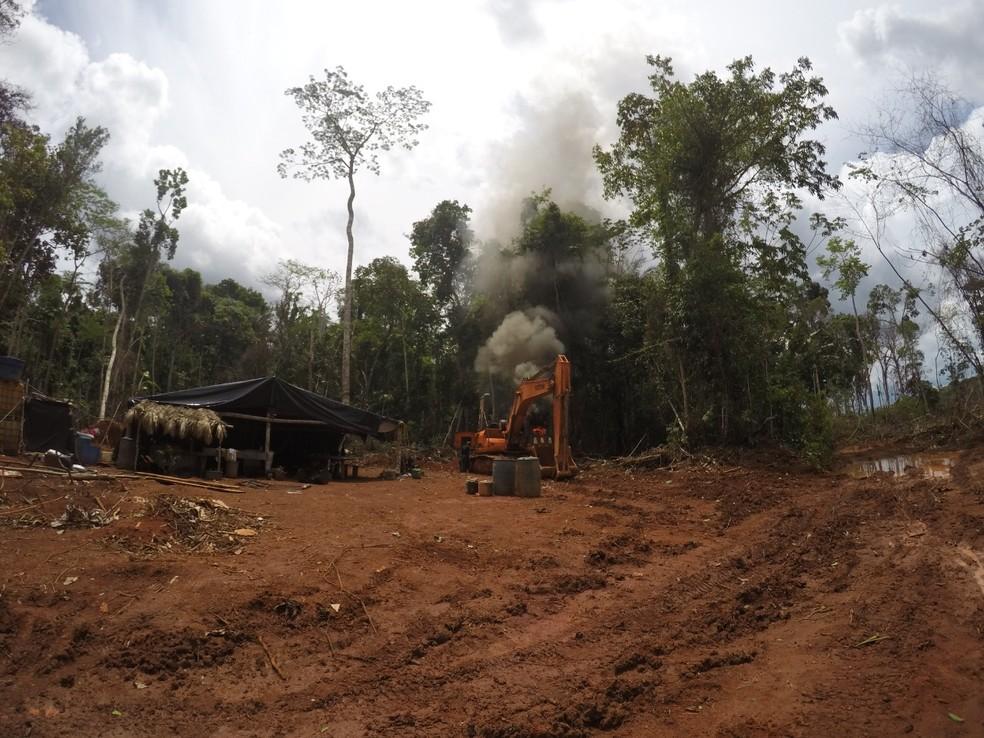 Maquinários foram destruídos durante extensão da Operação Verde Brasil. — Foto: Polícia Federal/Divulgação