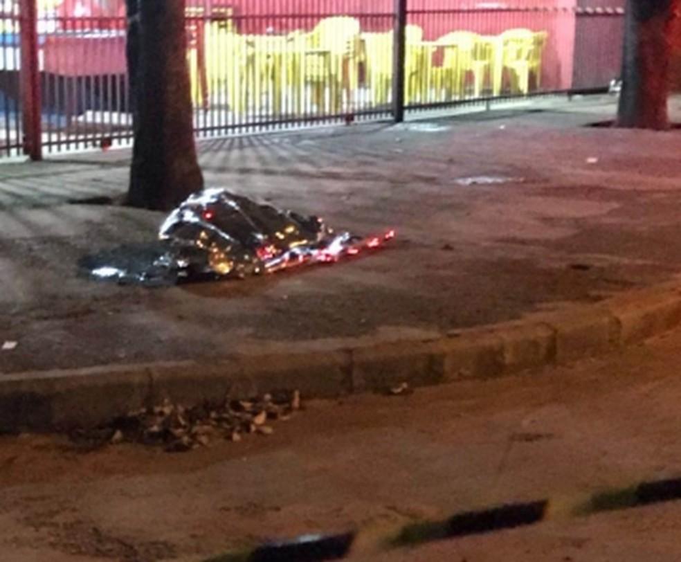Crime ocorreu na rua, em frente a um bar, em Lucas do Rio Verde (Foto: Divulgação)
