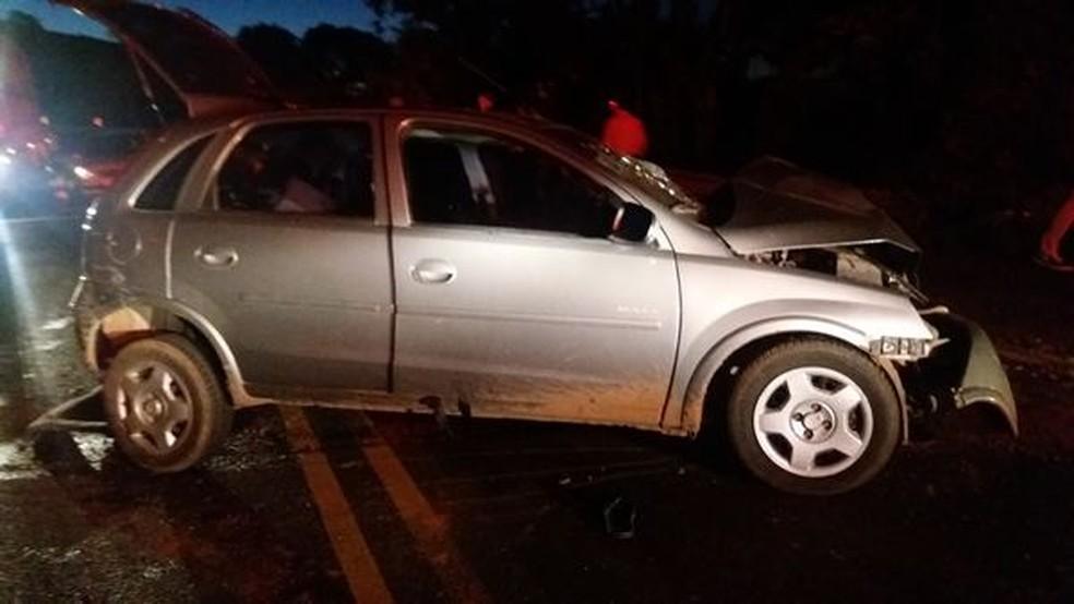 Colisão frontal entre dois Corsas ocorreu na BR-282 em Cordilheira Alta no domingo; uma mulher de 60 anos morreu (Foto: PRF/Divulgação)