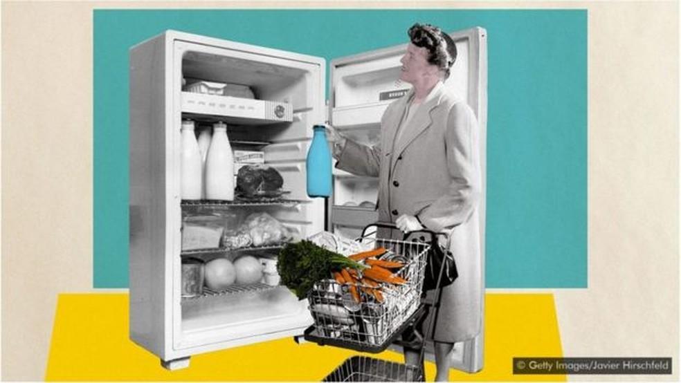 Em vez de ir ao mercado antes de preparar cada refeição, por que não consumir os alimentos que ainda estão na geladeira para reduzir o desperdício? — Foto: Getty Images/Javier Hirschfeld/BBC