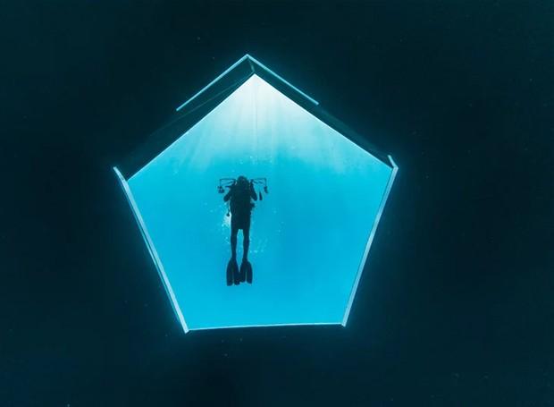 Visão de dentro da instalação (Foto: Parley For The Oceans e MOCA/ Reprodução)
