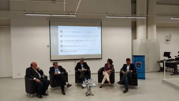 Debate realizado durante o Engineering Education for the Future (EEF) (Foto: Redação)