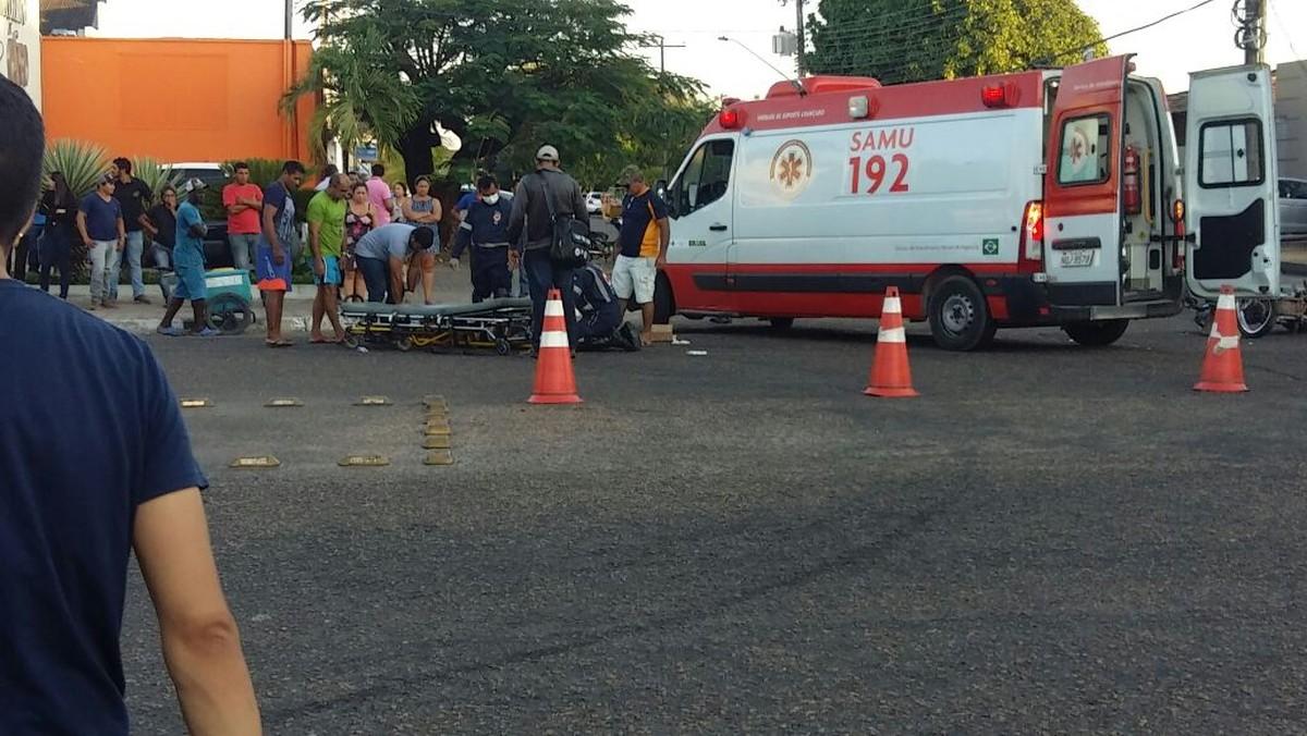 Batida entre carro e moto deixa jovem ferido no Centro de Boa Vista