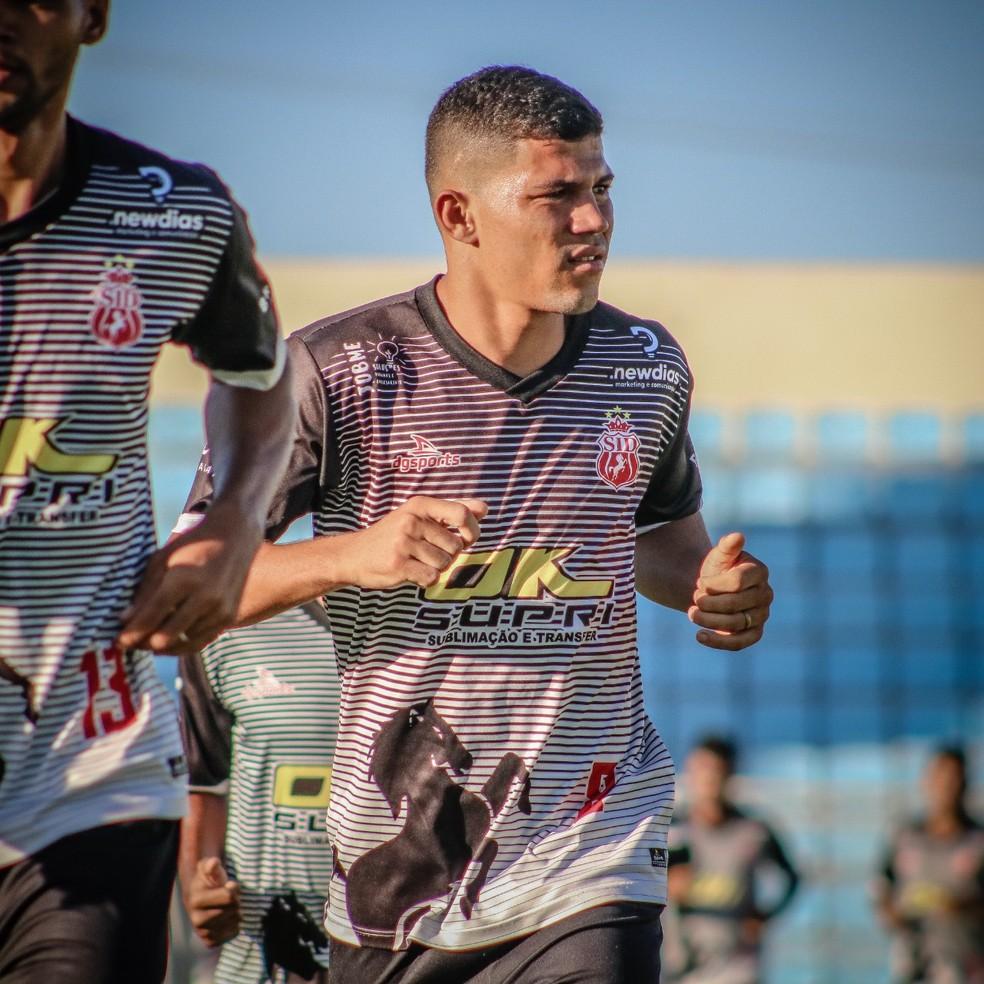 Tácio Santos ainda segue tratando lesão no púbis — Foto: Vagner Grigorio / SID