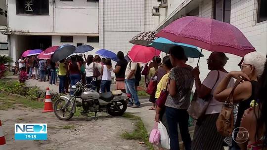 Pacientes lotam hospital de referência em saúde da mulher para tentar marcar consultas