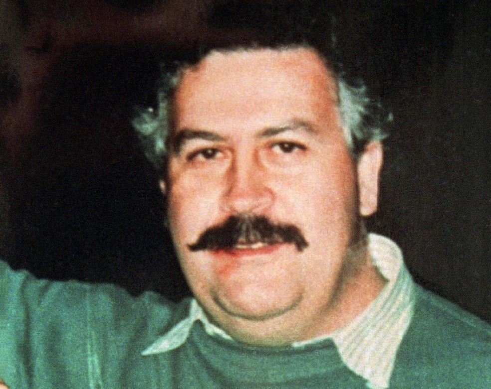 O traficante Pablo Escobar em foto de 1991  — Foto: Associated Press
