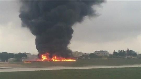 Queda de avião em aeroporto de Malta deixa franceses mortos