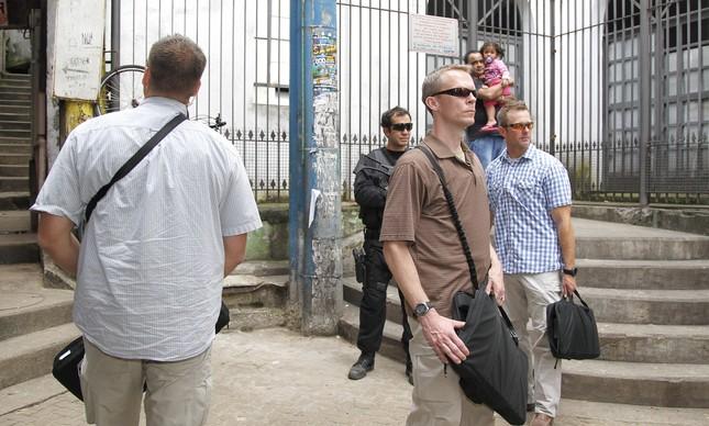 Agentes do serviço secreto americano carregavam armas dentro de bolsas