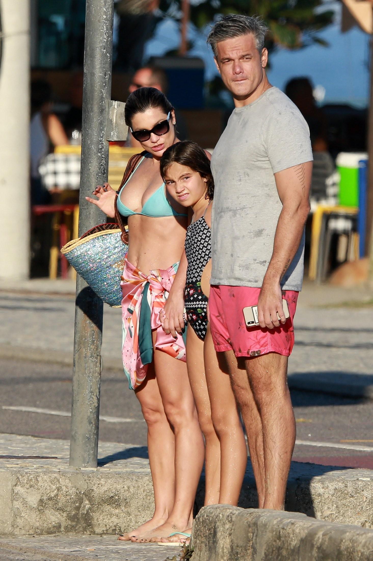 Otaviano Costa, Flávia Alessandra e a filha, Giulia (Foto: Dilson Silva/  AgNews)