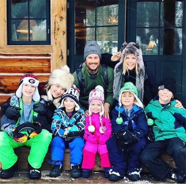 Kate Hudson com os filhos, e o irmão, o também ator Oliver Hudson, com esposa e filhos (Foto: Instagram)