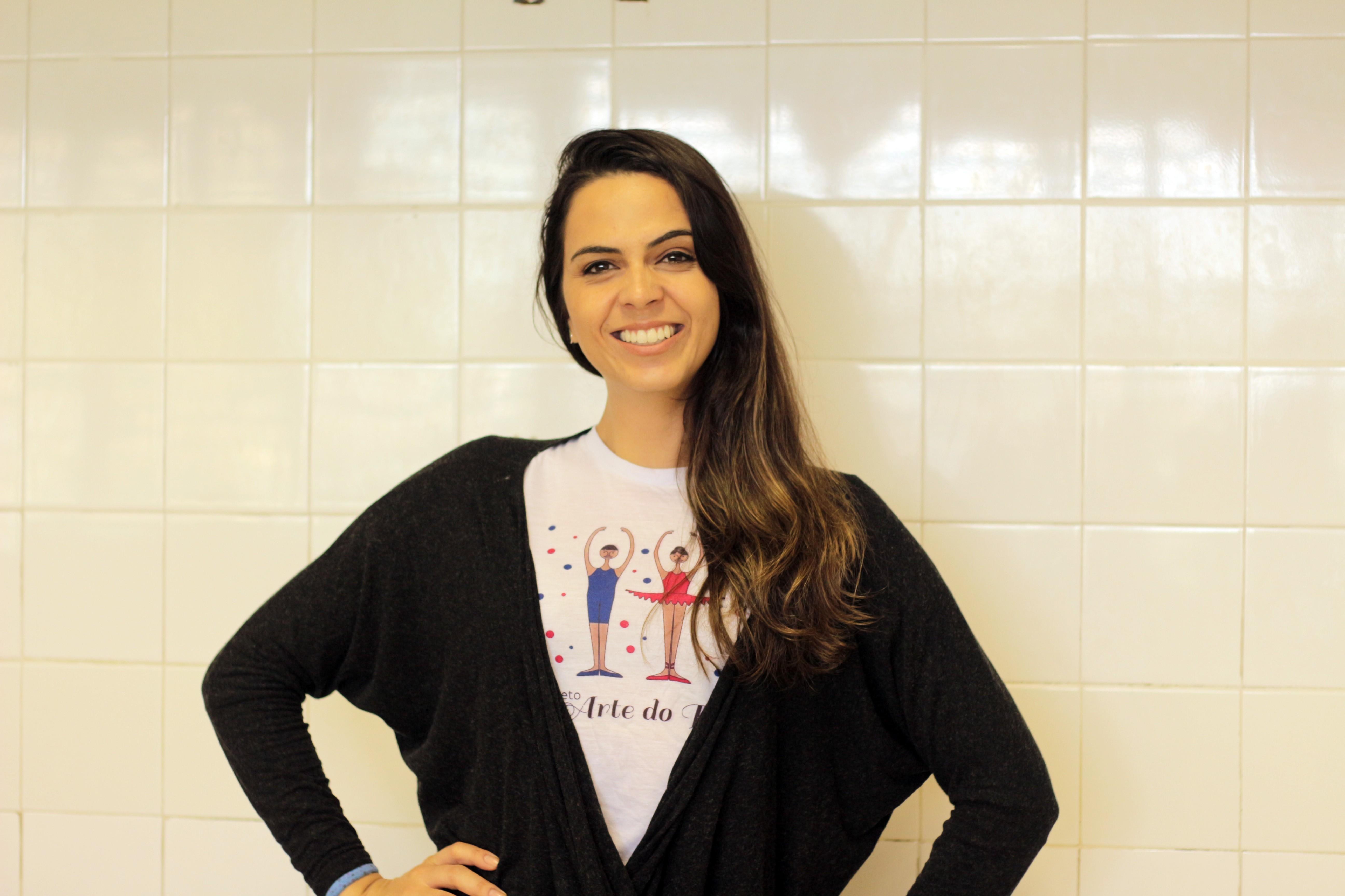 Com aulas em antiga despensa e figurinos doados, professora de balé atrai comunidade para rotina de escola pública - Notícias - Plantão Diário