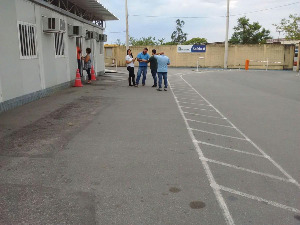 Posto de vistoria do Detran em Araruama, RJ, está sem atendimento