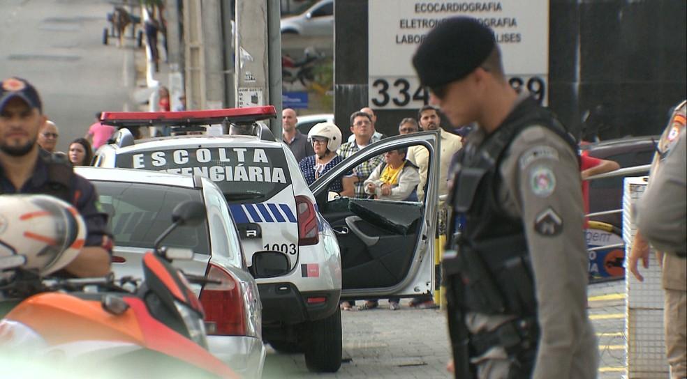 Vigilante foi morto após tentativa de resgate de um preso, no bairro da Prata, em Campina Grande (Foto: Reprodução/TV Paraíba)