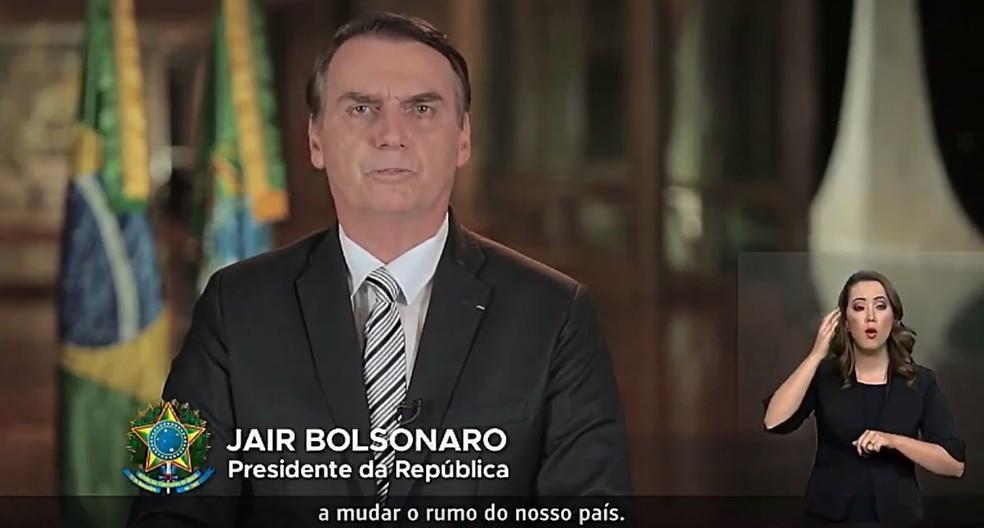 O presidente Jair Bolsonaro, durante pronunciamento na TV — Foto: Reprodução
