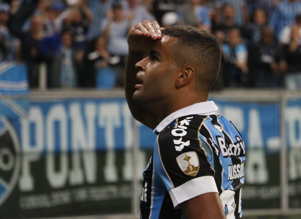 Alisson fez o primeiro gol em vitória do Grêmio sobre a Católica — Foto: Eduardo Moura