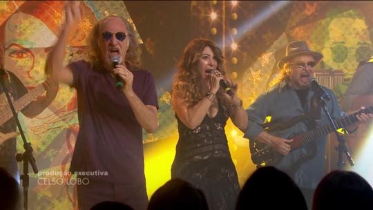 Elba Ramalho, Alceu Valença e Geraldo Azevedo cantam juntos no palco do Fantástico