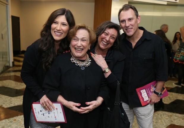 Nicette Brun com os filhos Beth Goulart, Bárbara Bruno e Paulo Goulart Filho (Foto: Rogério Fidalgo e Anderson Borde/AgNews)