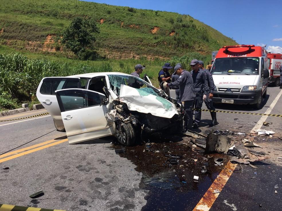Colisão frontal na BR-381 deixa um morto e dois feridos (Foto: Wallace Miranda/ Inter TV)