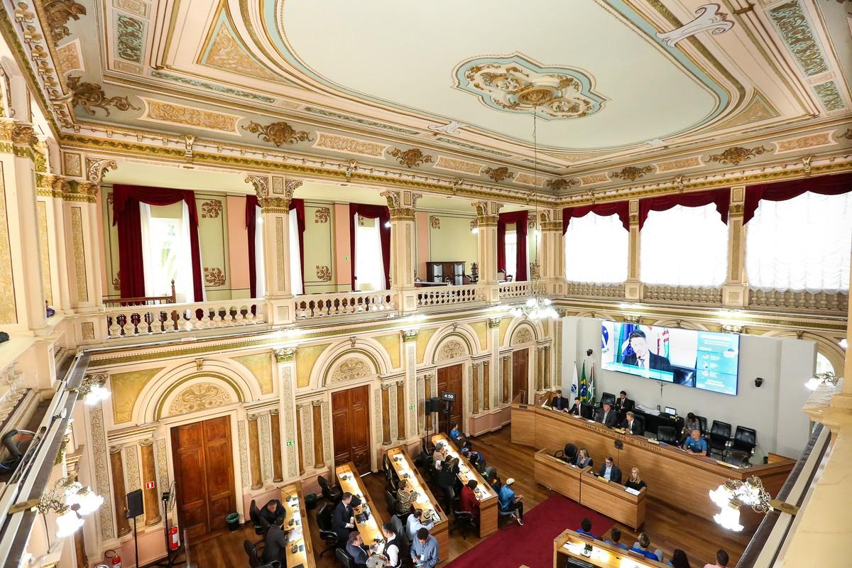 Câmara Municipal de Curitiba publica edital de concurso público com 37 vagas - G1