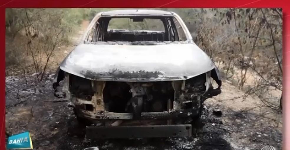 Corpo do delegado foi encontrado carbonizado dentro de carro queimado na Bahia (Foto: Reprodução/ TV Sudoeste)