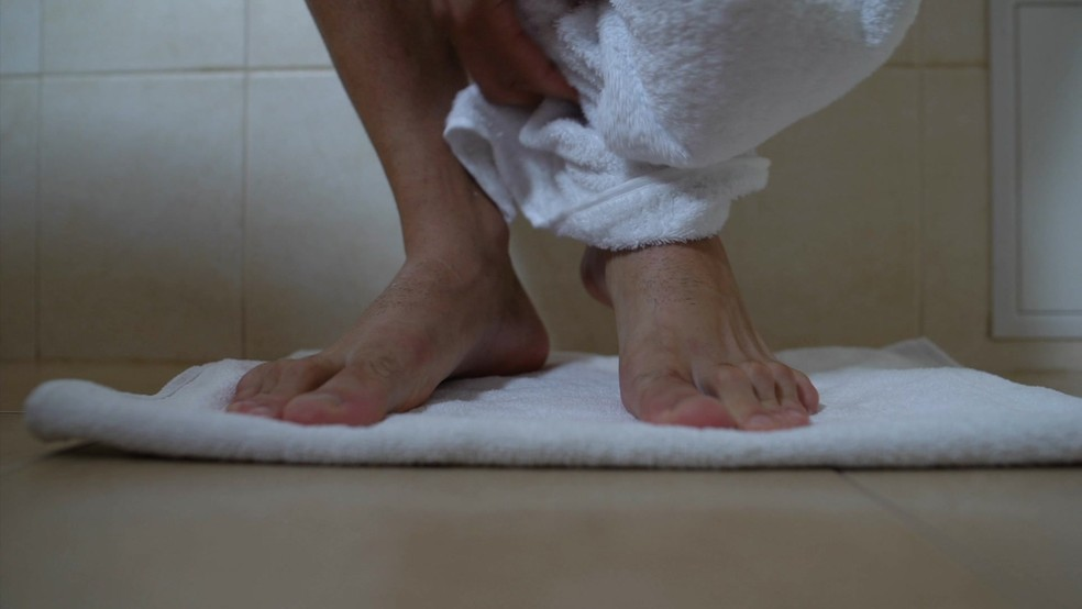 Banho quente pode ajudar pessoas com depressão — Foto: BBC
