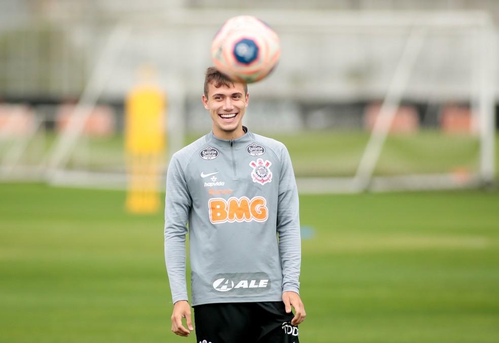 Lucas Piton em treino do Corinthians — Foto: Rodrigo Coca/Ag. Corinthias