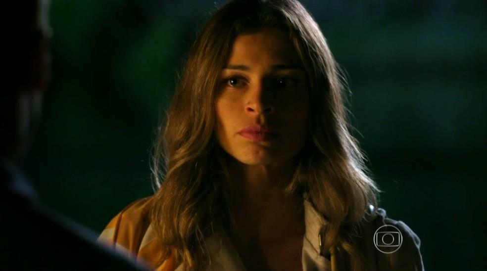 Ester (Grazi Massafera) acusa Cassiano (Henri Castelli) de ter mentido sobre relacionamento com outra mulher - 'Flor do Caribe' — Foto: Globo