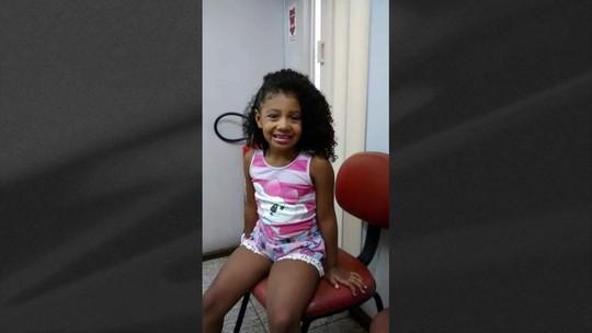 Menina de 8 anos morre baleada dentro de van no Alemão