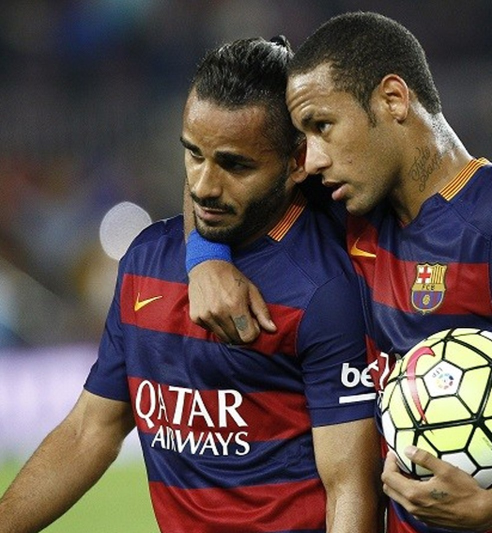 Douglas e Neymar; Barcelona — Foto: (Foto: EFE/Quique García)
