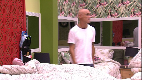 Ayrton reclama ao acordar Ana Clara: 'Como está complicado'