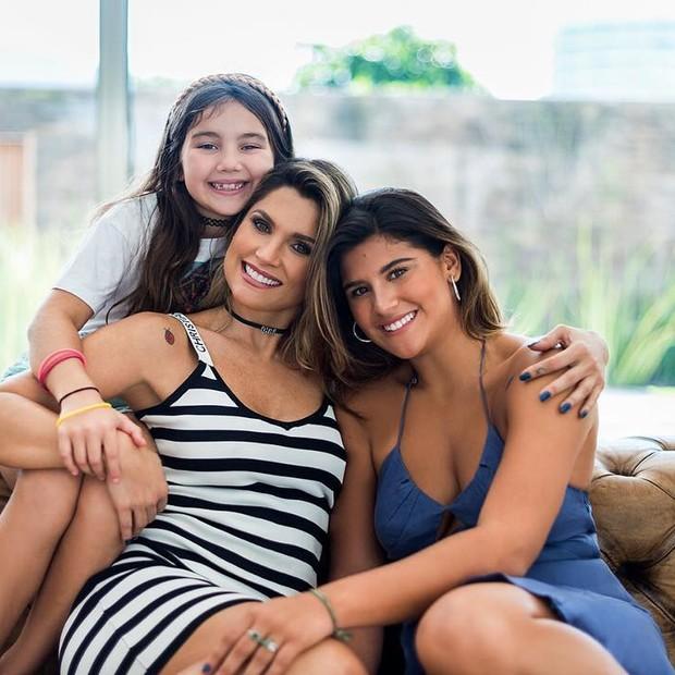 Flávia Alessandra e as filhas Olívia e Giulia (Foto: Reprodução/Instagram)