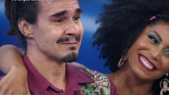 Luciano Camargo arranca lágrimas de André Gonçalves e Marcelo Serrado no 'Dança dos Famosos'